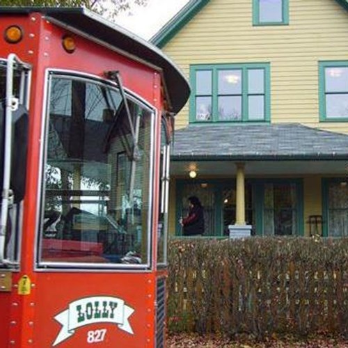 Lolly the Trolley Holiday Lights Tours